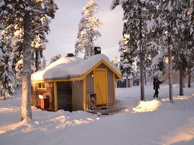 reindeer-lodge-cabin-winter